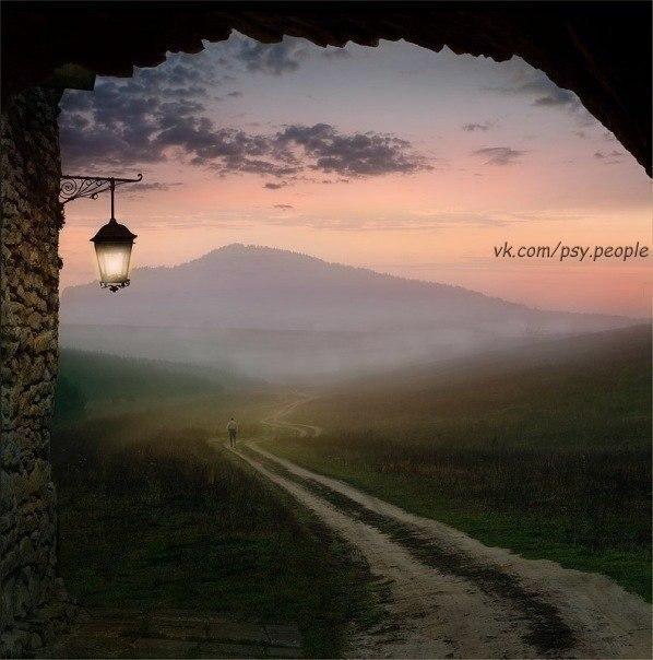 Радостный человек... видит во всем радость. Жадный.... причитает по поводу жадности других. Добрый... восхищается добротой людей. Глупый... выискивает во всем глупость. Человек с юмором... на все смотрит с улыбкой. Злой... обращает внимание на злость других. Позитивный... во всем найдет позитивную сторону. Несчастный... будет встречать таких же как он. Счастливый... увидит во всем свет и поделится счастьем со всем Миром.