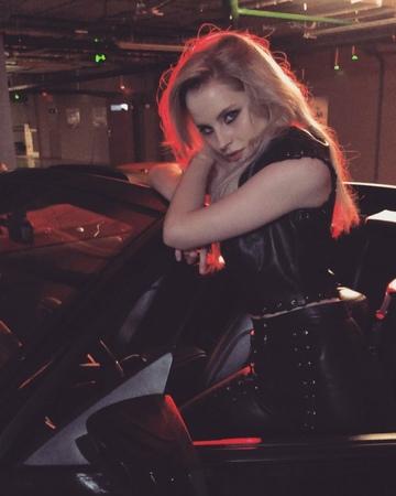 "Ekaterina Nikulina on Instagram: ""Я у тебя на репите :)"""