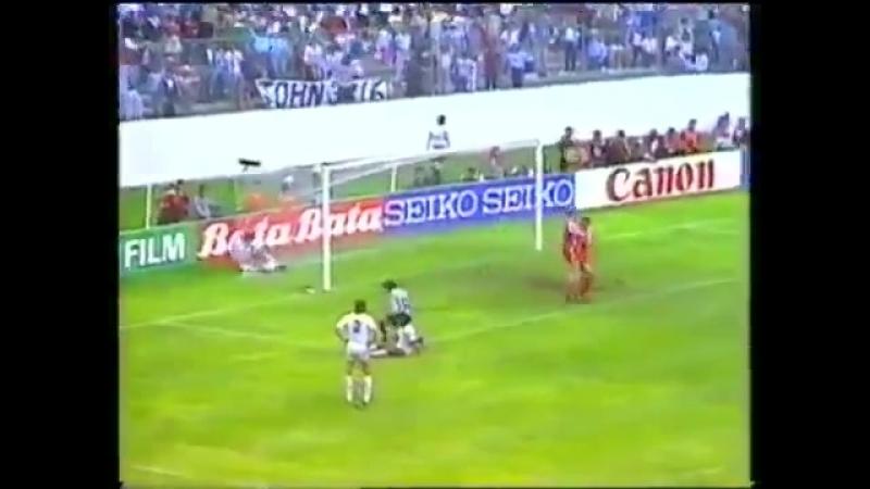 Микаэль Лаудруп (Дания) - мяч в ворота сборной Уругвая, 1986 год
