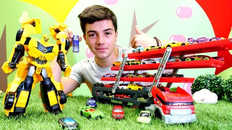 Araba oyunları. Transformers. Bumblebee Hotwheels arabalarını taşıyıcıya yüklüyor