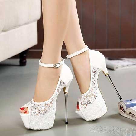 Свадебные туфли на платформе – прекрасное решение практичных невест.