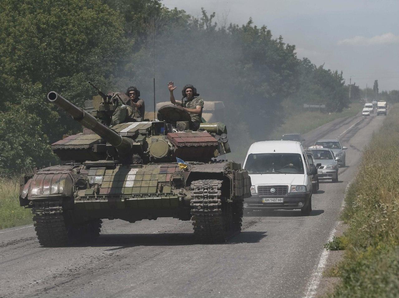 Танки движутся от Константиновки в сторону Донецка