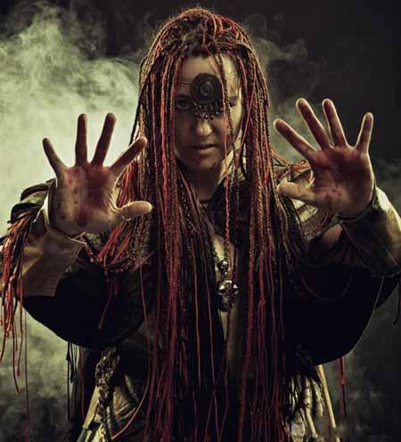 Многие первобытные религии содержат концепцию пророчества, обычно выполняемую шаманом.