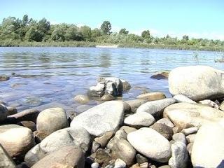 П'яні водії вивозять гравій з річки Прут