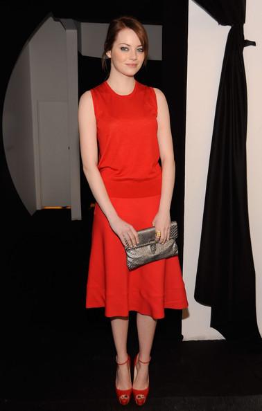 Эмма Стоун в красном