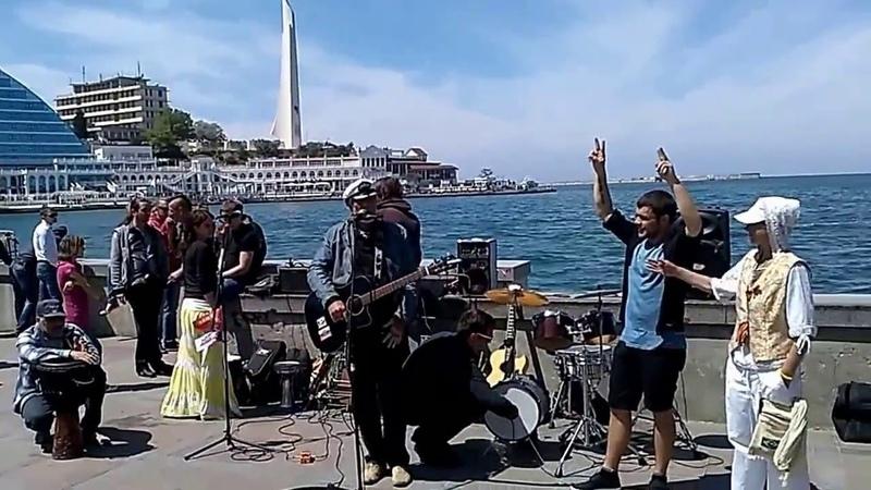Пацанчик Сочиняет Рэп на лету 9 мая набережная Севастополя