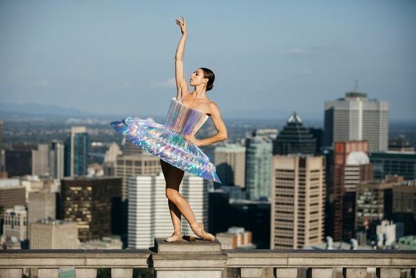 Фотопроект «PLI.Ē»: танцоры в бумажных костюмах на улицах Нью-Йорка, Монреаля, Парижа и Рима Монреальский фотограф Мелика Дез и специалист по оригами Полин Локтин встретились в январе 2018 года