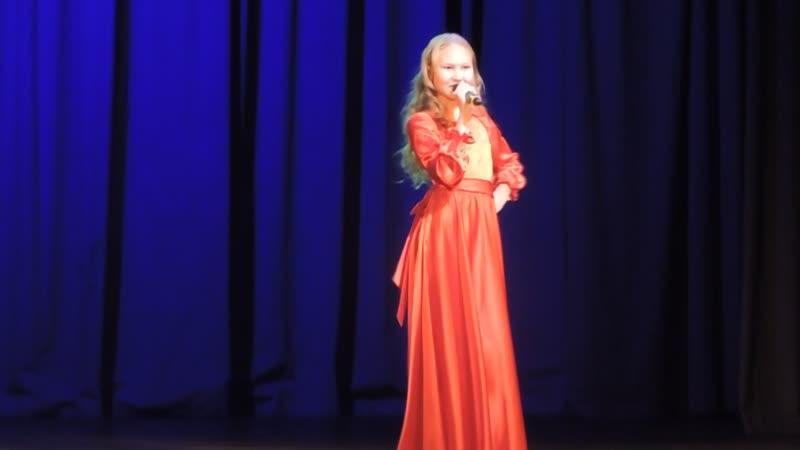 Виктория Константинова - солистка образцовой студии эстрадной песни Золото йключик