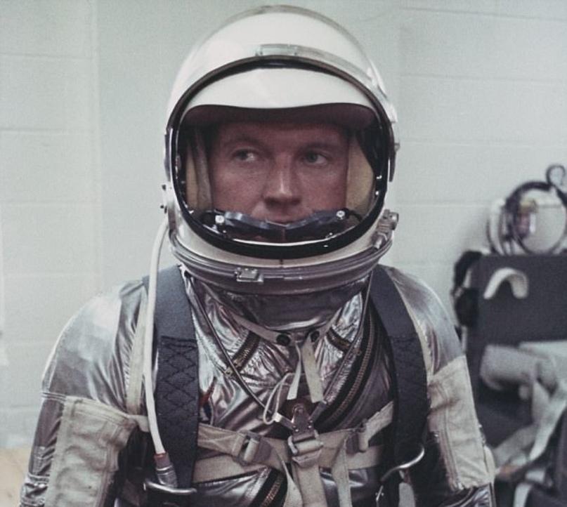 """Гордон Купер : """"НЛО? Они существуют. Я сам их видел"""" H5YZIlLpSEM"""