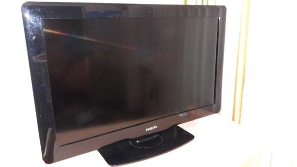 LCD телевизор PHILIPS размер 32 дюйма