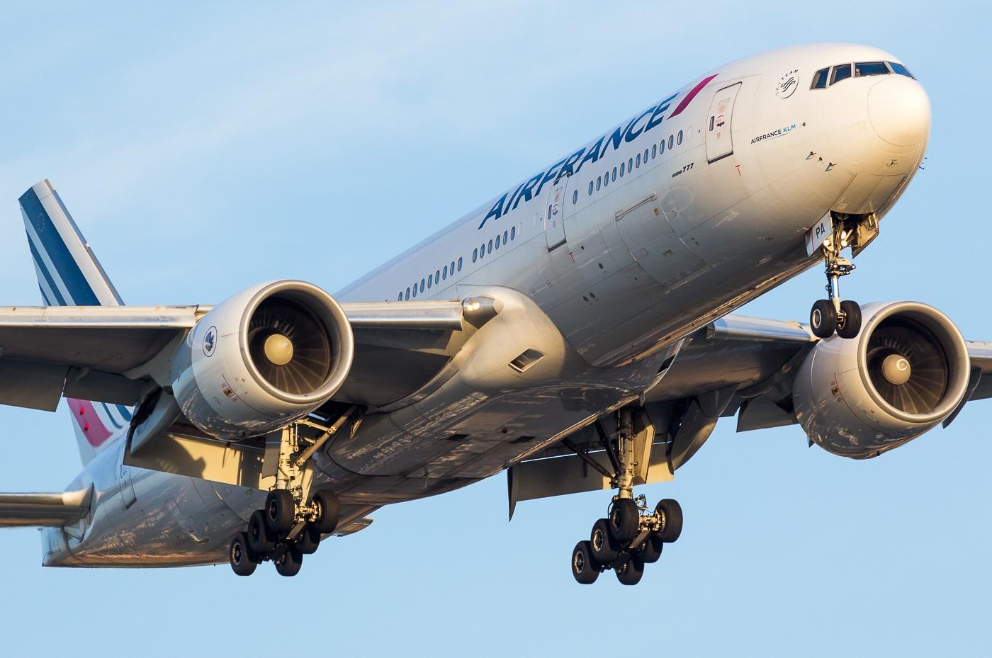 Лайнер Air France на взлете