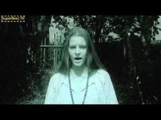 Песня из фильма Главный калибр (а по версии Wikipedia.org - Хроника «Ада») - Летит пёрышко (поёт Ирина Леонтьева за актрису Глафиру Тарханову).