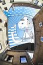 «Небесное искусство»: француз заполняет городские пейзажи забавными иллюстрациями