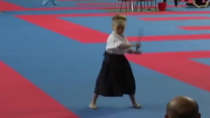 Мелкая самурайка ))