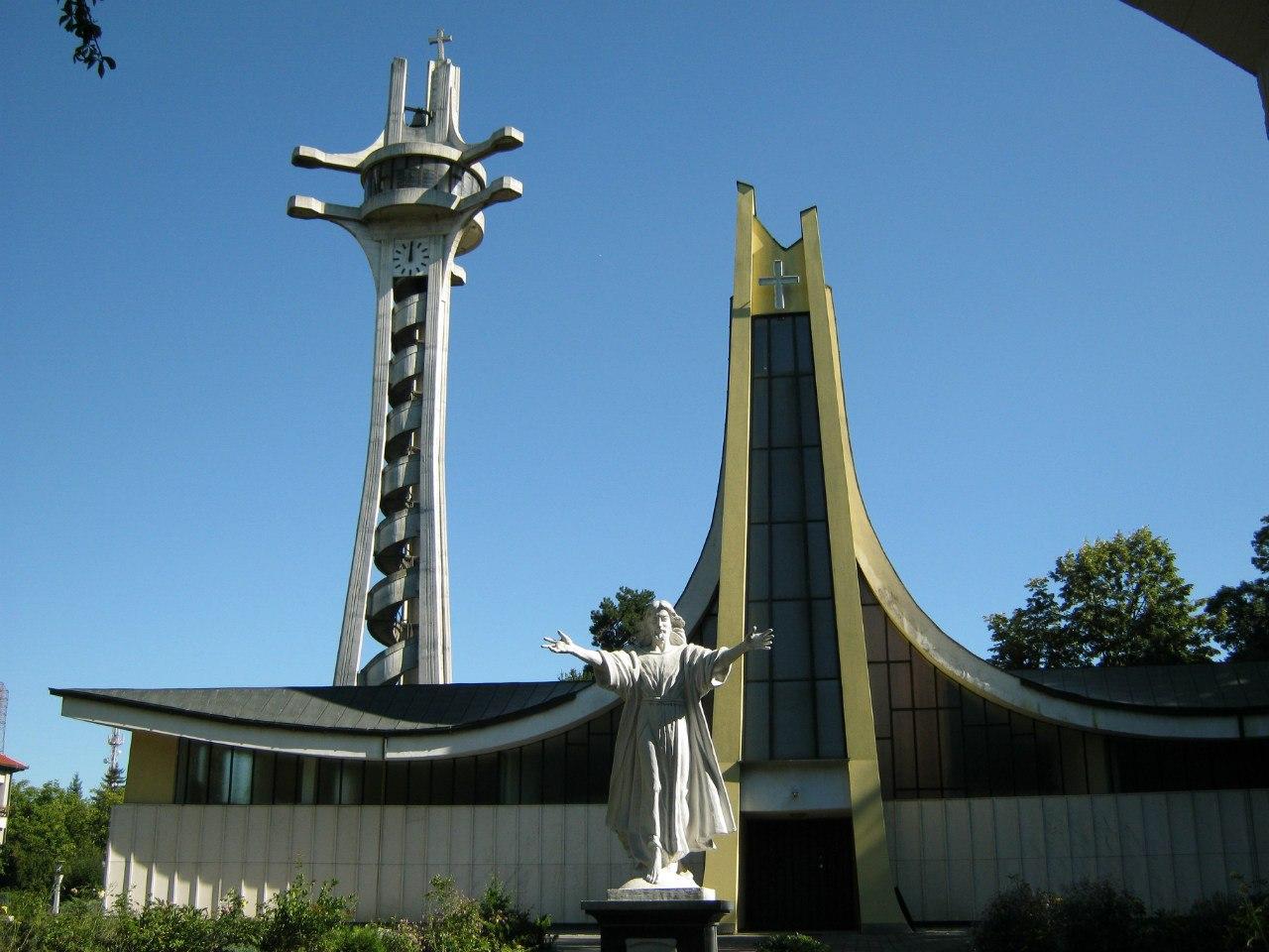 необычный католический кафедральный собор