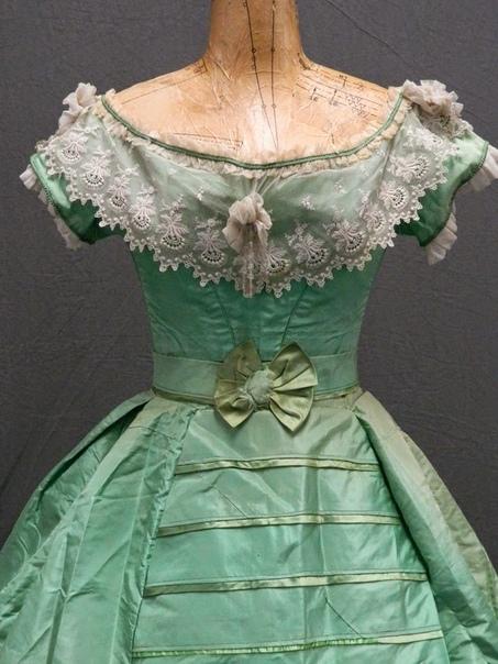 Смертельная мода. Как одежда и украшения убивали людей в прошлом Мода может быть не только высокой, но и смертельной. К сожалению, это не раз доказывали люди Викторианской эпохи, надевая на себя
