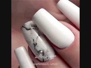 Мой любимый вариант выполнения мрамора на ногтях: