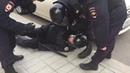 Мужчина вырубил с ноги Омоновца на митинге 26 03 2017