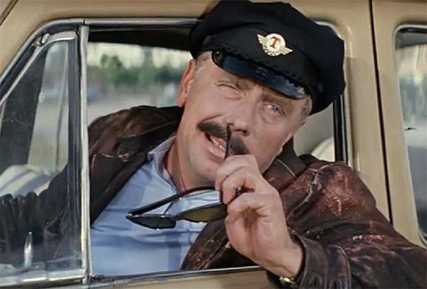 Анатолий Папанов Глядя на те комедийные образы, в которых актер представал на экране, нельзя было так просто догадаться, что Анатолий Дмитриевич Папанов был человеком с тяжелой судьбой. Несмотря