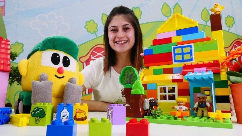 Okul öncesi oyunlar. Ayşe Legodan ev yapıyor