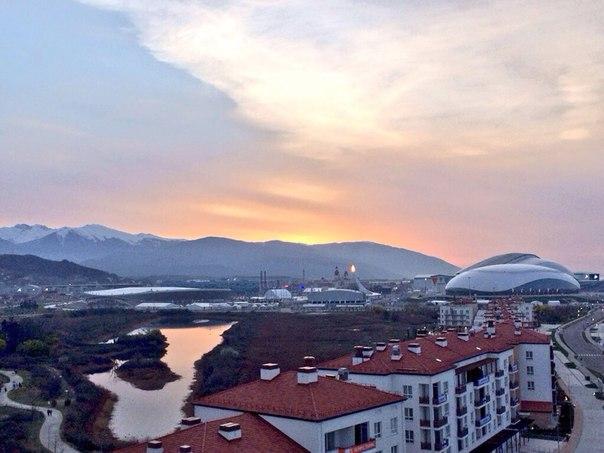 Волнительное утро. Финальный день #сочи2014. Первые лучи солнца касаются вершин гор и моря! Проведите этот день с нами! #сочи2014