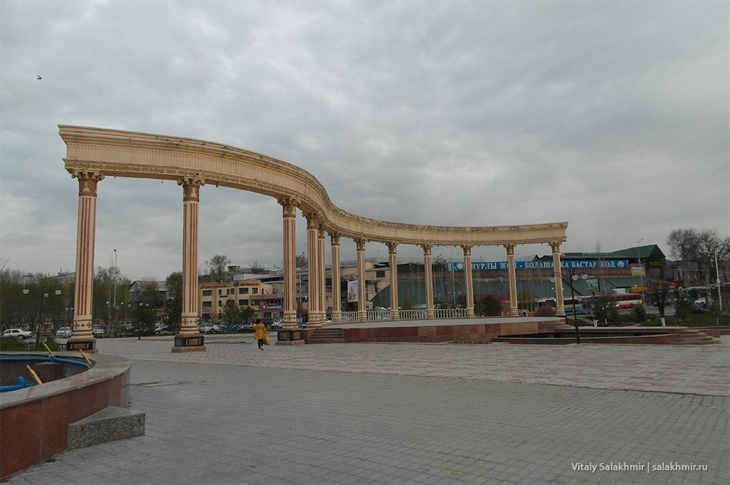 Арка в парке Мир Шамши, Шымкент 2019
