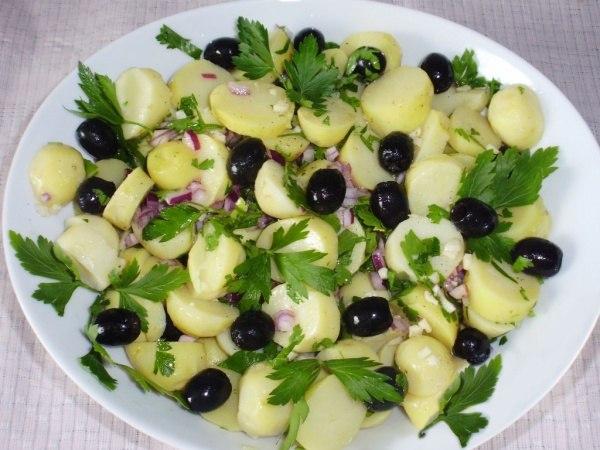Салаты с оливками и маслинами