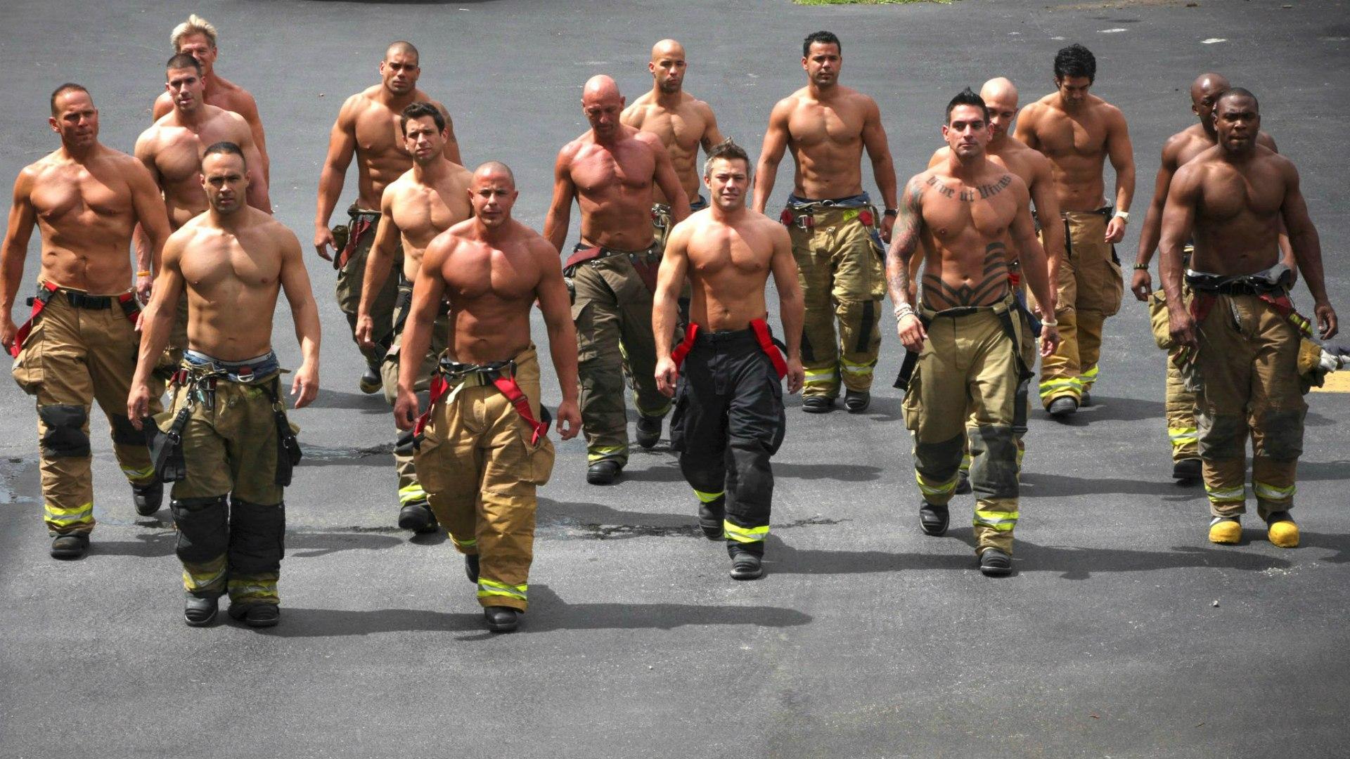 Смотреть много мужчин 17 фотография