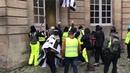 GILET JAUNE ACTE 8 ils défoncent la porte de l'l'hôtel de ville de Rouen