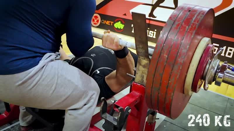 Гера Кавтарадзе жмет 230 и 240кг в категории 82,5кг