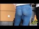 Попка школьницы в обтянутых джинсах