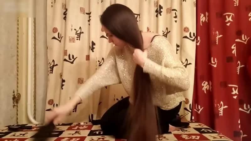 Anastasia Brushing