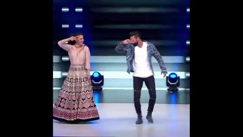 Классно танцуют)