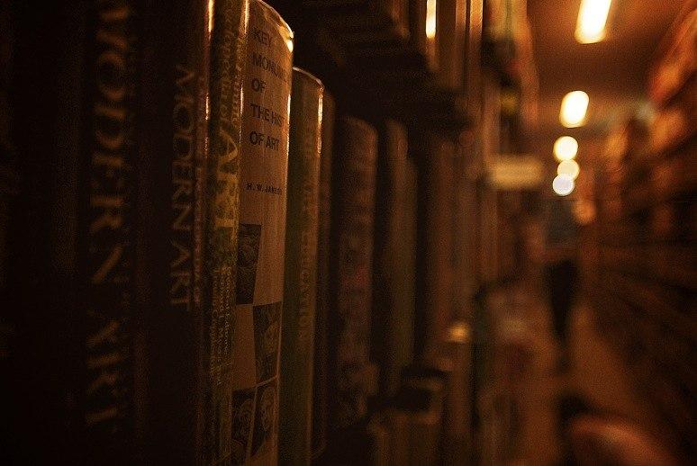 В хороших школах в конце учебного года ученикам дают список книг, которые нужно прочесть за лето.