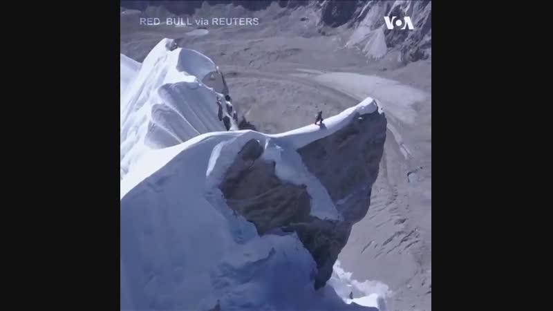 Дейвид Лама самотужки здійснив сходження на гору Лунаг Рі заввишки у 6907 метрів, яка знаходиться на кордоні між Непалом і Тібет