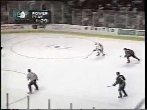 Alex Zhamnov amazing goal vs Ducks for Blackhawks (1998)