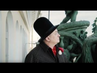 Художник Андрей Хлобыстин, написал энциклопедию «Шизореволюция: первые рейвы, Цой и новая академия»