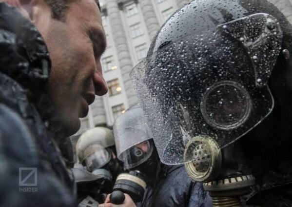 """""""От, бл#дь, дебилы!"""", - в Шевченковском суде Киева произошла драка между правоохранителями и сторонниками подозреваемых в беспорядках под парламентом - Цензор.НЕТ 442"""