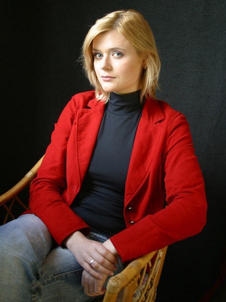 actor дарья калмыкова. дарья константиновна калмыкова (род. 4 марта 1983, москва) - российская актриса театра и кино. биография. родилась и выросла в москве в семье, имеющей непосредственное
