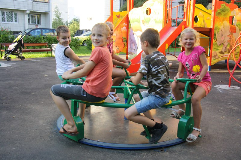 Ремонт двух детских площадок в Савеловском завершат к 1 июля