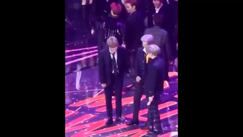 Namjoon fixing his zipper in the middle of the perf