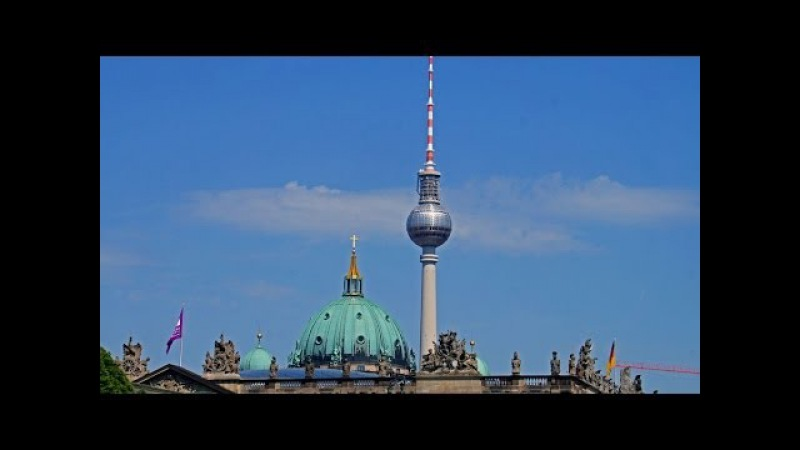 Germany, Berlin - Walking in Berlin, Alexanderplatz - Brandenburger Tor