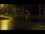 водяной дождь на фоне Рики Мартина