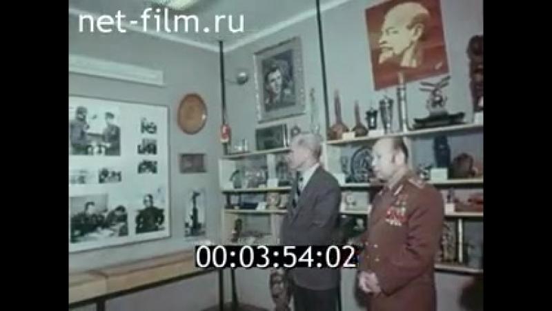 Леонов показывает Гленну музей космонавтики в Звездном городке