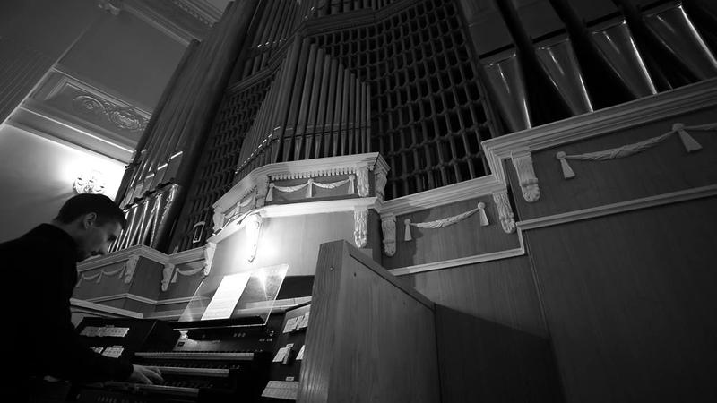 Plays Max Reger from op67 Jesu Leiden Pein und Tod