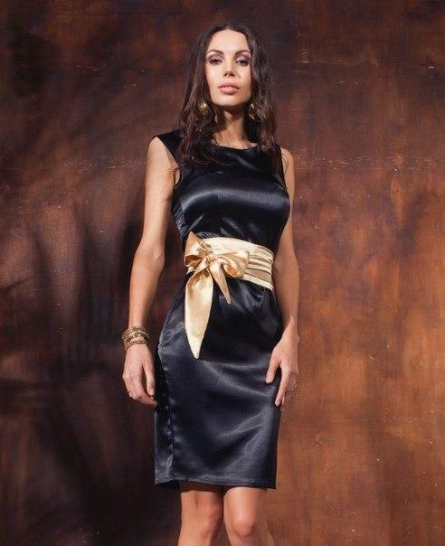Шикарне атласне плаття. Фото