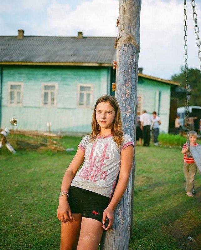 3sdW5Fn2owI - Есть девушки в русских селеньях: фоторепортаж из глубинки