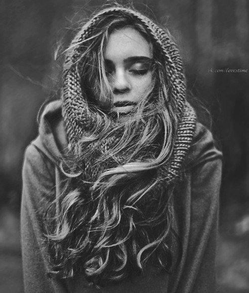 Я научилась ценить, сохранять и любить тех немногих, кто действительно этого стоит. Больше не живу прошлым - только настоящим. Больше не пекусь о будущем - всё в руках судьбы. Этому, меня научило прошлое.