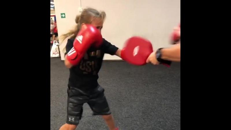 Боксерские тренировки перспективной украинки Киры Макогоненко