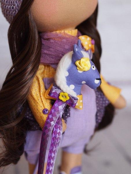 Озорная и яркая малышка с лошадкой (6 фото) - картинка